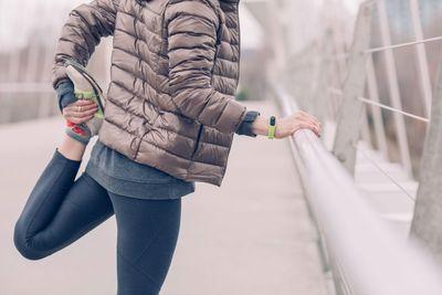 訓練腿部肌肉前該做的暖身動作