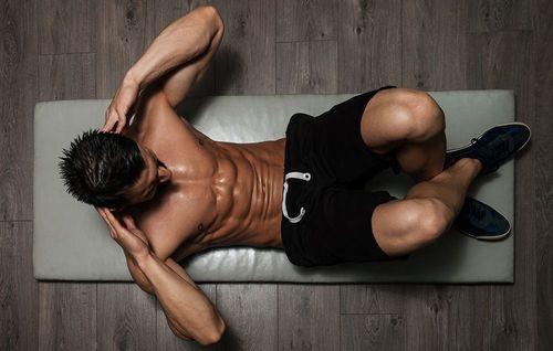 過少訓練腹肌